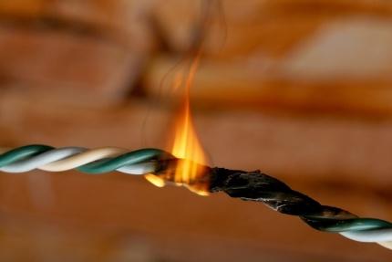Проверьте исправность электропроводки!